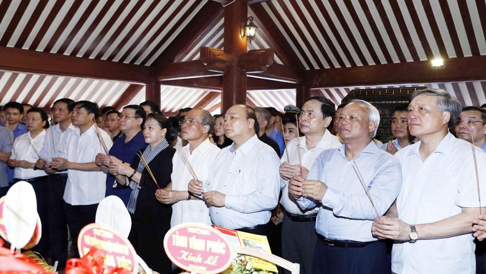 Thủ tướng và Chủ tịch Quốc hội dâng hương tưởng niệm Chủ tịch Hồ Chí Minh